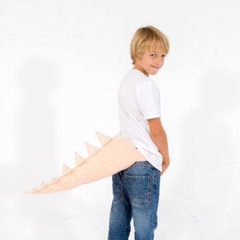 cucua cola dragón disfraz