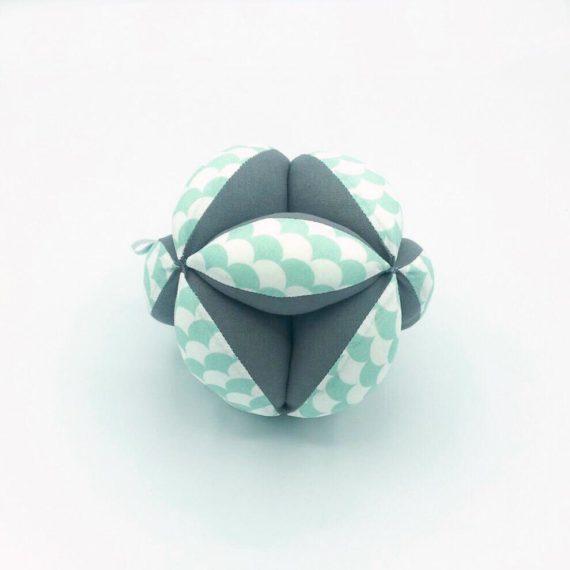"""Pelota """"Montessori"""" Escamas mint/gris"""