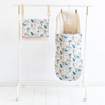 Con este pack, tu silla de paseo no pasará inadvertida. Tu mandas, elige el color de la base de saco + bolso y juega a combinar las tapitas como más te guste!